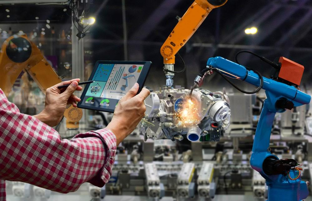 Digital manufacturing with IIoT and welding robots