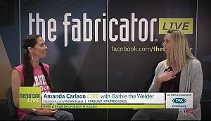 电焊工芭比和阿曼达·卡尔森谈话的截图