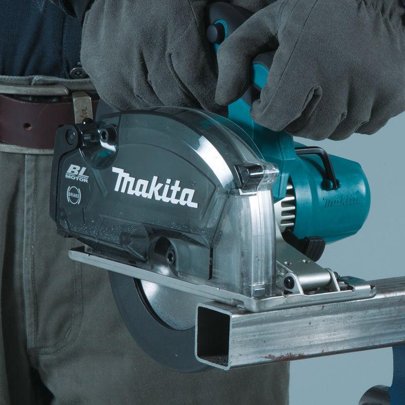 Makita 18-V LXT cordless metal cutting saw fits in