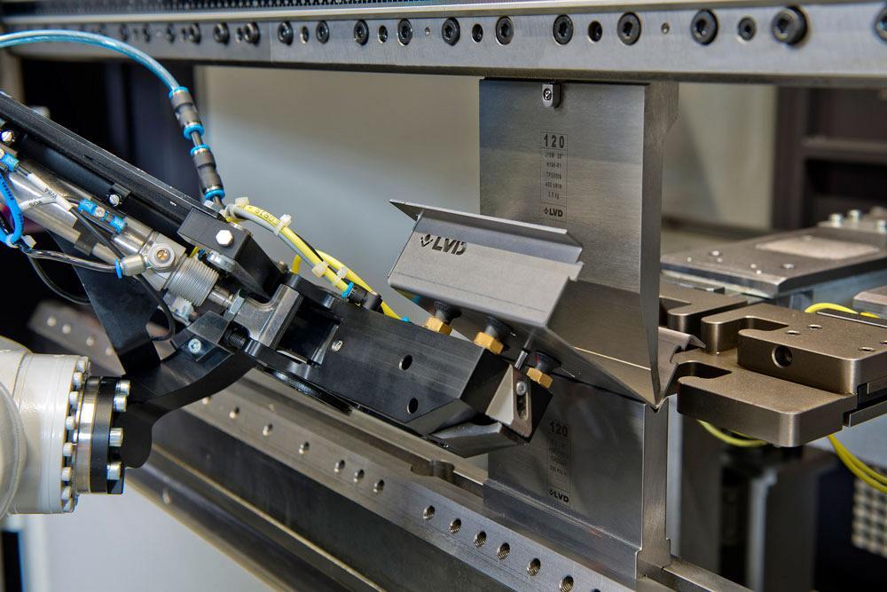 Robotic press brake bending: Faster setup, simpler programming
