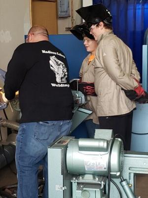 威斯康星州波蒂奇的焊接营地。